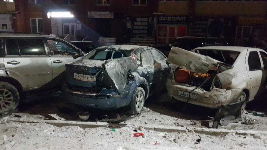 В Березовском водитель протаранил 4 припаркованных автомобиля и попытался уйти с места ДТП