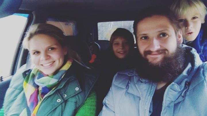 """""""Путешествие займёт два или три года"""": семья из Ревды с тремя детьми отправится в кругосветку автостопом"""