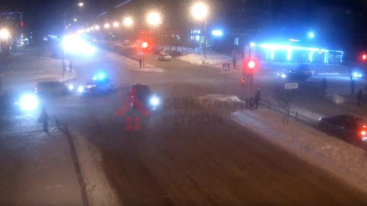 ДТП с машиной Росгвардии на «проклятом» перекрёстке в Ярославле сняли камеры видеонаблюдения