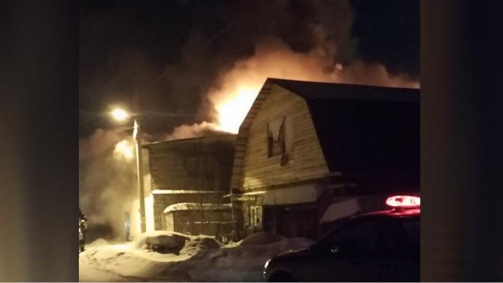 «Потушили, но загорелся снова»: в Ленинском районе вспыхнул частный дом
