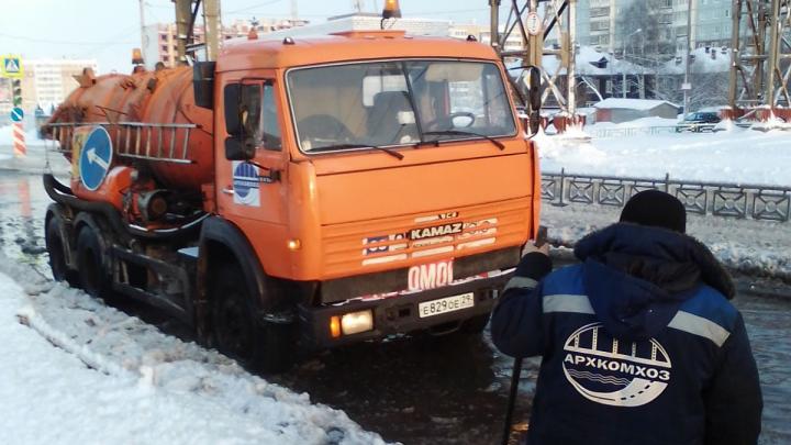 На Московском проспекте в Архангельске обнаружили еще одну аварию на водопроводе