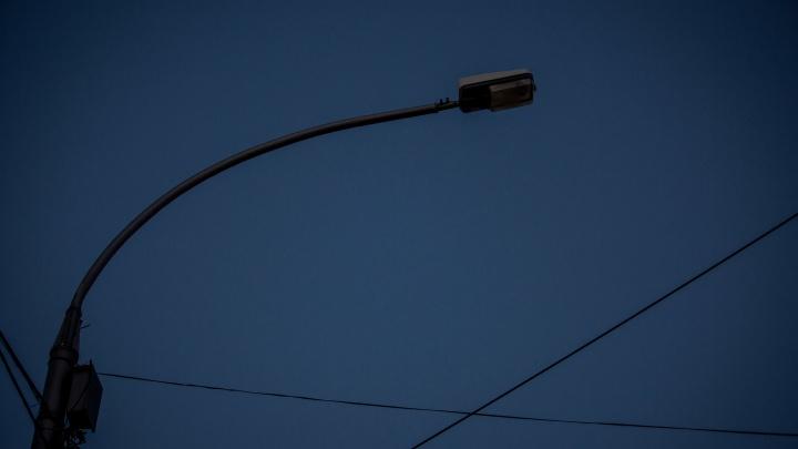 В 700 домах Дзержинского района аварийно отключили свет