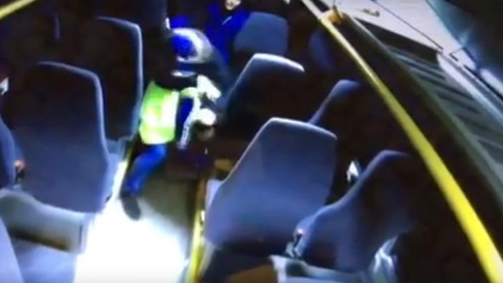 Напали из-за девушки: в Архангельске дело об избиении кондуктора автобуса передали в суд