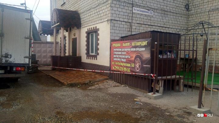 Из-за ртути у здания на Бахаревке введен режим ЧС. Есть версия, что вещество разлили специально