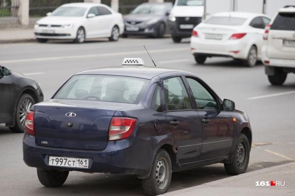Таксисты, грузоперевозчики, копирайтеры и другие категории людей без официального трудоустройства с января смогут отдавать часть своих доходов государству