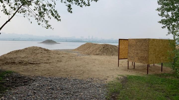 Груды песка завезли на берег острова Отдыха для нового пляжа: смотрим, что там будет