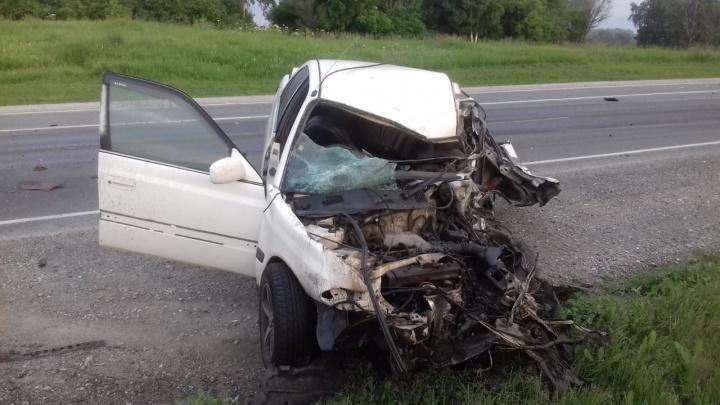 Два человека попали в больницу после лобового ДТП «Тойоты» и КАМАЗа