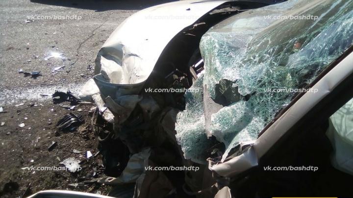 В Башкирии внедорожник вылетел на встречку и протаранил Peugeot: погибла пассажирка