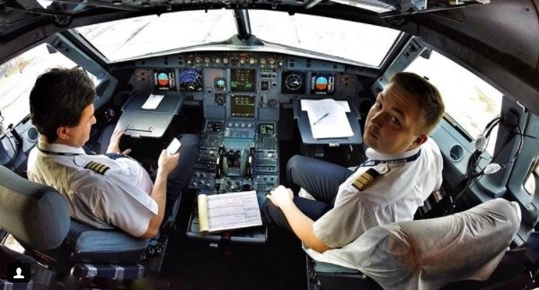 Идеальное рабочее место: смотрим классные видео из кабины самолёта, снятые пилотом из Екатеринбурга