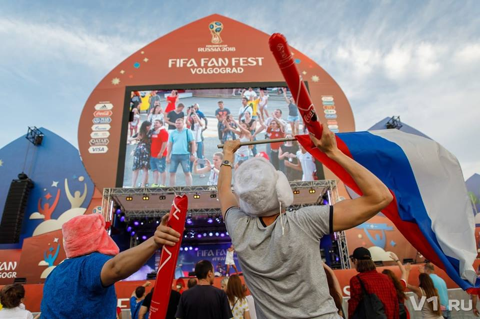 Российский флаг пригодится на футболе и на рок-концерте
