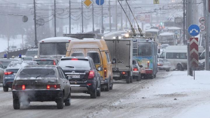 В центре Челябинска из-за аварии образовалась крупная пробка