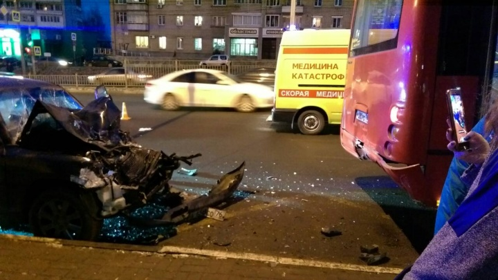 «Их личности устанавливаются»: подробности ДТП на Московском, где иномарка снесла четверых человек
