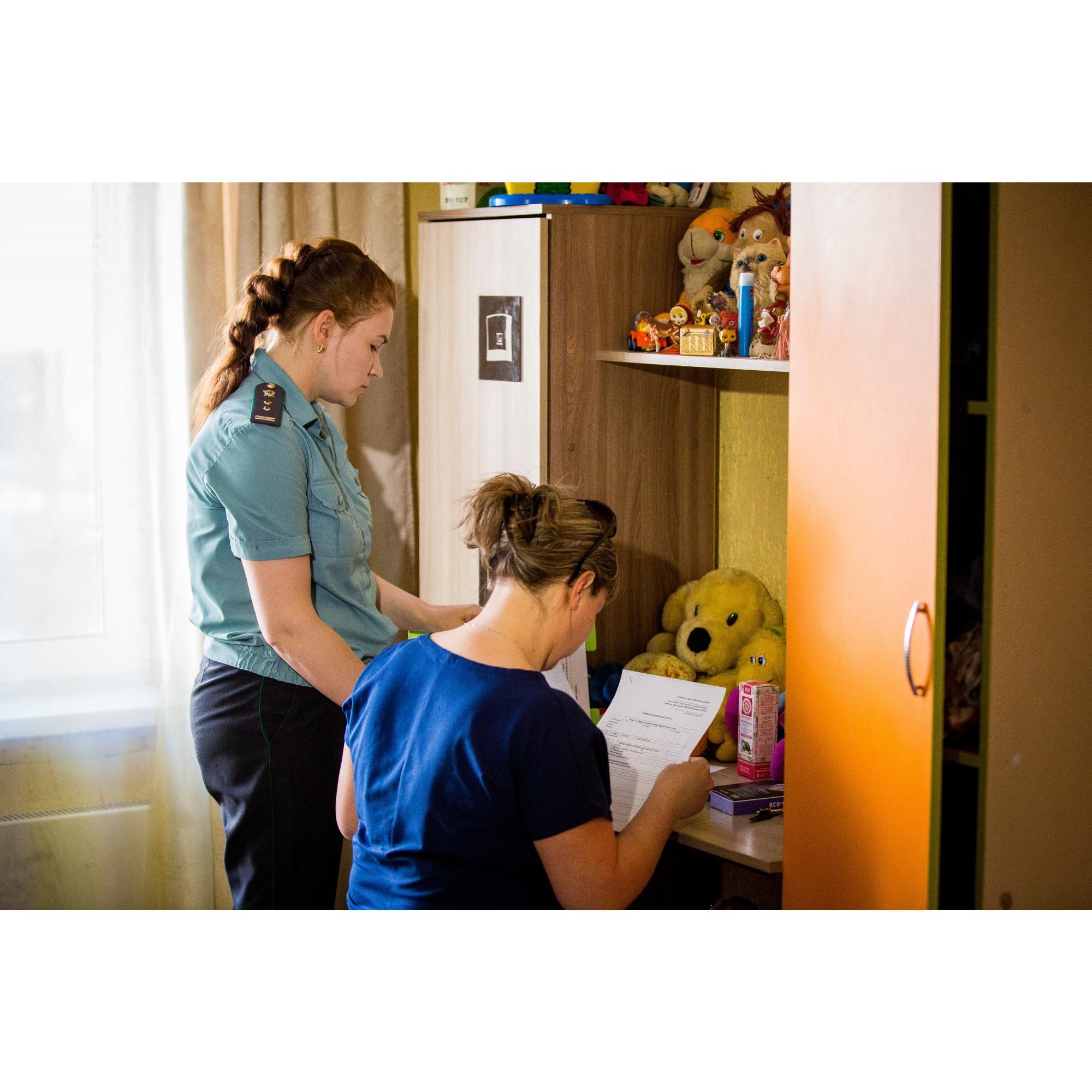 Из-за болезни, пьянства мужа и кредитов Ольге рекомендовали временно отдать детей в спецучреждение