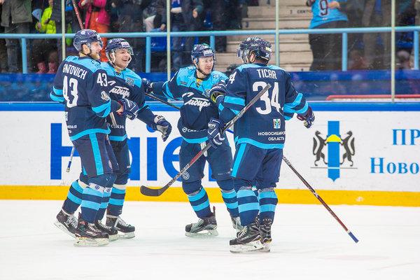 Предыдущая встреча с клубом из Екатеринбурга также закончилась победой сибиряков