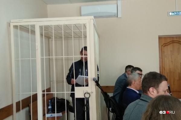 Константин Наумов провел в клетке более семи с половиной часов