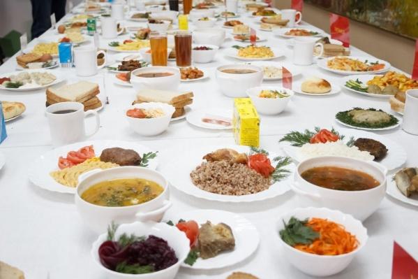 Гости регионального центра высоко оценили блюда русской кухни