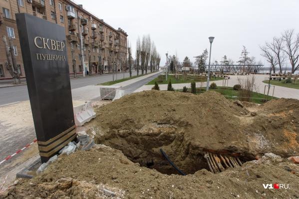 Рабочие обещают закопать траншею за два дня