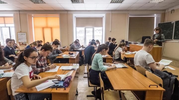 Новосибирская школа ввела третью смену — теперь там учатся от рассвета до заката