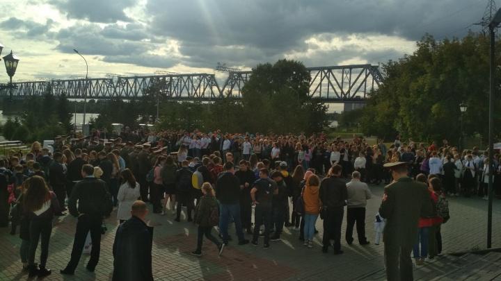 Более ста новосибирцев зажгли свечи в память о погибших в Беслане