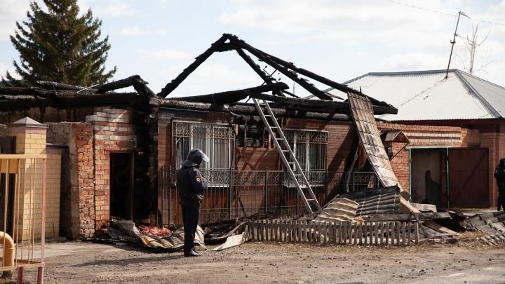 Что происходит у дома на Амурской, который ночью штурмовали спецслужбы? Кто жил там? Репортаж72.RU