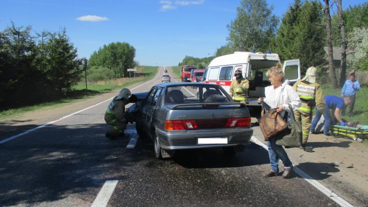 Женщина за рулём не уступила дорогу: в ДТП на трассе в Ярославской области пострадали три человека