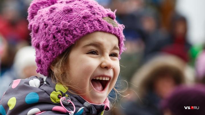 «Винить будут власть, сэкономившую на детях»: журналист — о подарках за 78 рублей и ФЗ о госзакупках