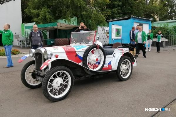 Английский ретроавтомобиль 1937 года