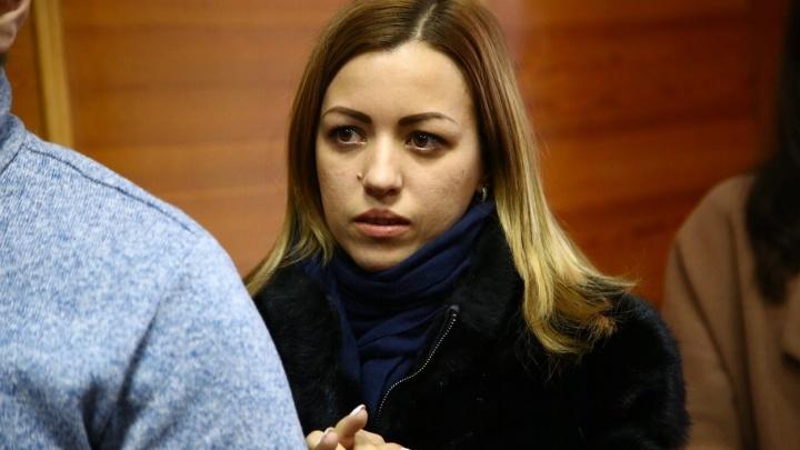 «Буду ночевать у Кремля»: жена тренера, осужденного за педофилию, — о том, как будет его спасать