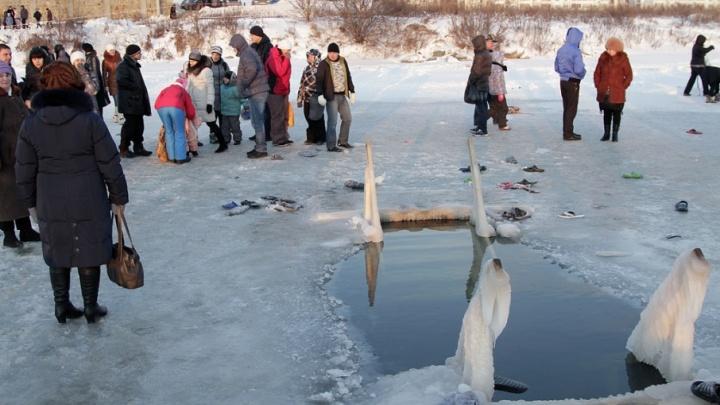 Курганцы готовятся нырять в прорубь на праздник Крещения