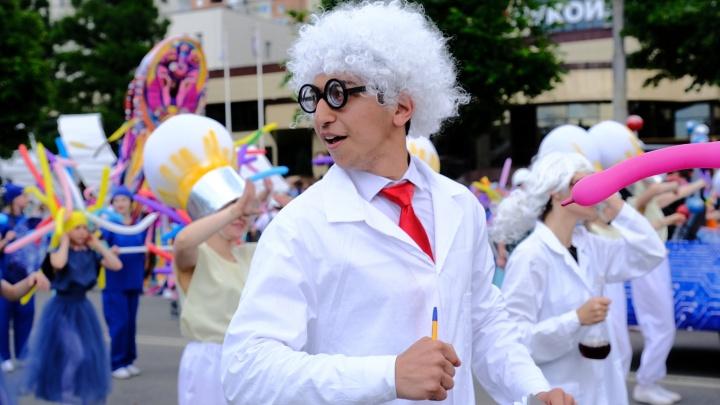 Красочно и весело: 25 лучших фото с карнавала «Пермское яркое»