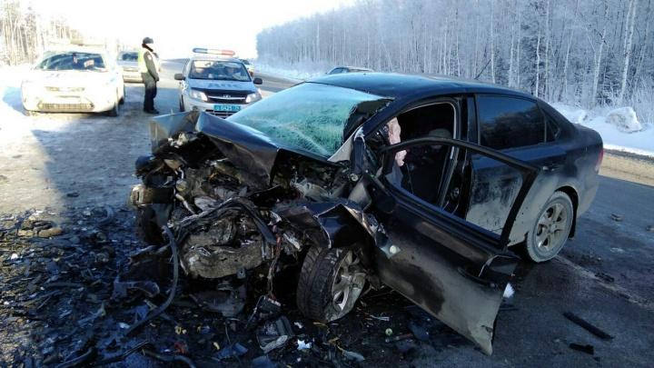 «Погибла пятилетняя девочка»: на трассе М-5 в лобовой аварии сошлись два Volkswagen Polo