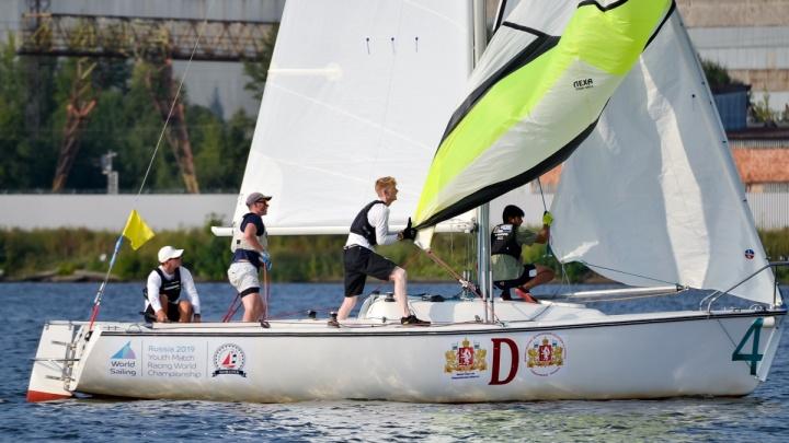 Лучшим яхтсменам мира помешал штиль: в Екатеринбурге прошелчемпионат мира по парусному спорту