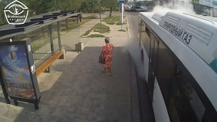 «Пароварка, а не транспорт»: в Волгограде на полпути «закипел» автобус с пассажирами