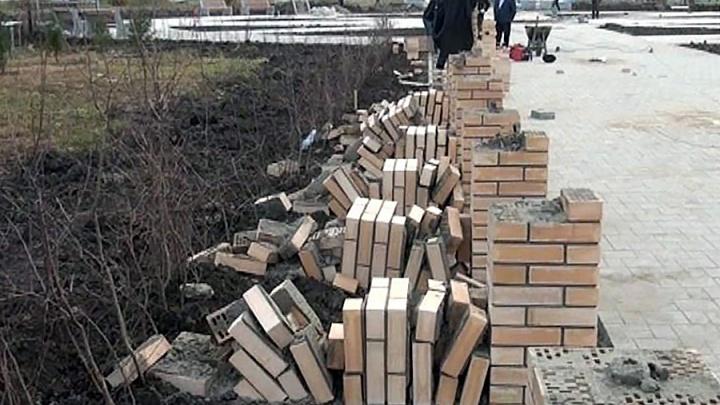 В Исилькуле разыскивают вандалов, разрушивших постаменты для бюстов Героев и Славы