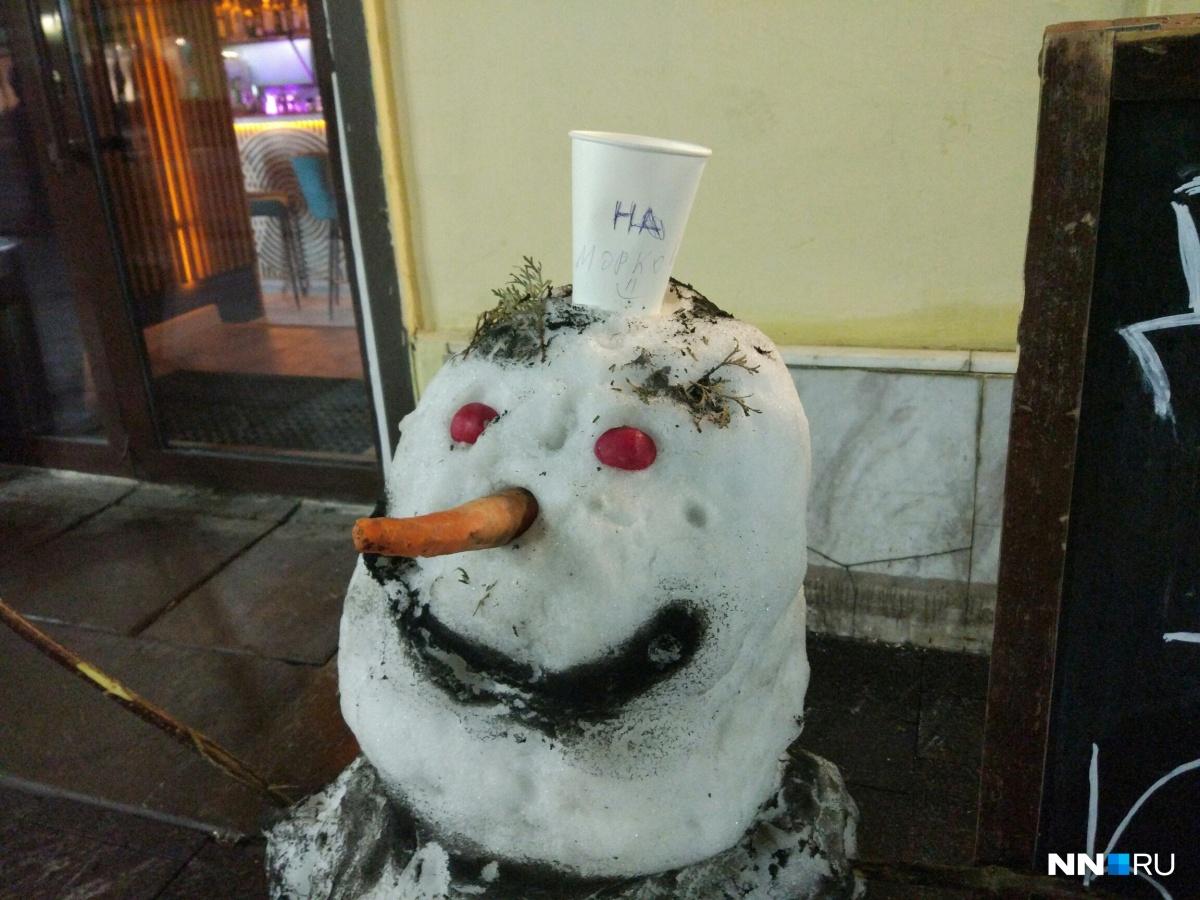Зачем снеговику вторая морковка, мы не поняли...