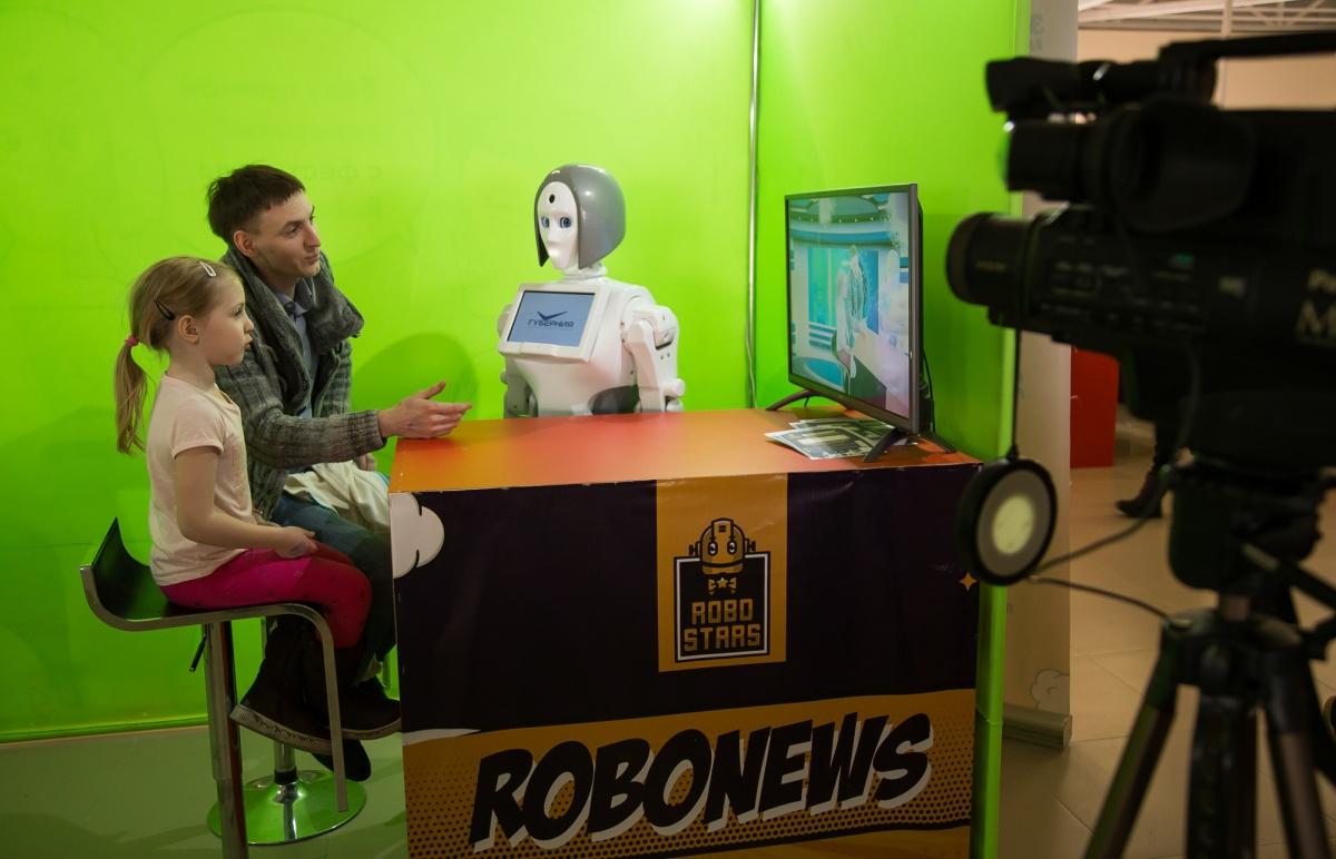 В Челябинск приехал грандиозный фестиваль роботов, которые умеют дурачиться, рассуждать, играть в футбол и вести прямые трансляции