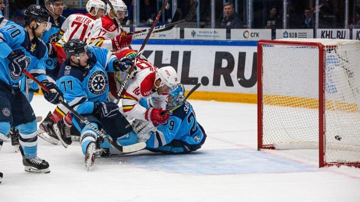 Хоккей: «Сибирь» всухую проиграла пекинской команде «Куньлунь Ред Стар»