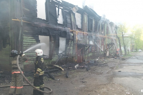 Дом на Самаркандской, 19 почти полностью выгорел еще летом прошлого года