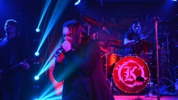 Фанаты прыгали и подпевали: известная рок-группа сыграла последний концерт в Новосибирске