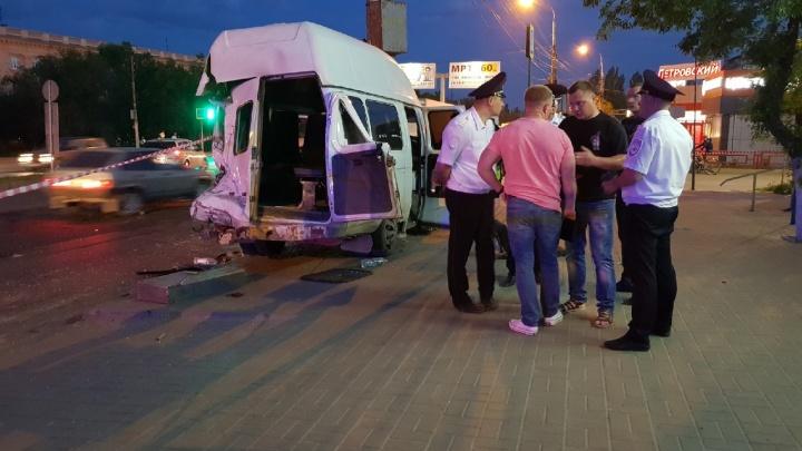 Число пострадавших в ДТП с МАЗом и маршруткой в Волгограде выросло до 16 человек