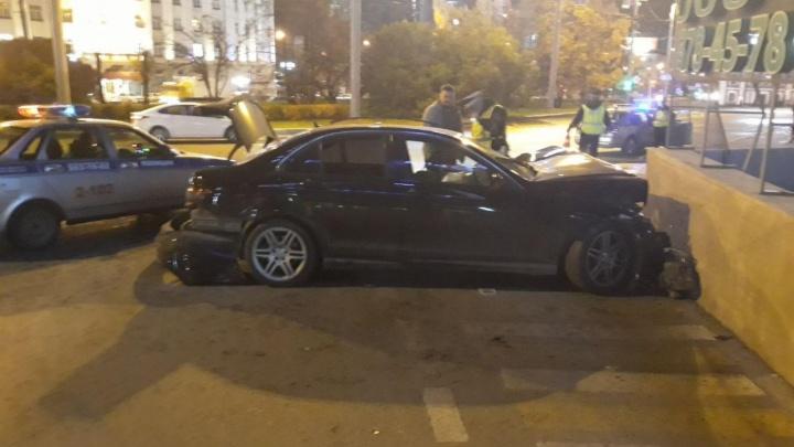 В аварии возле «Высоцкого» серьезные травмы получили две девушки, водитель был пьян