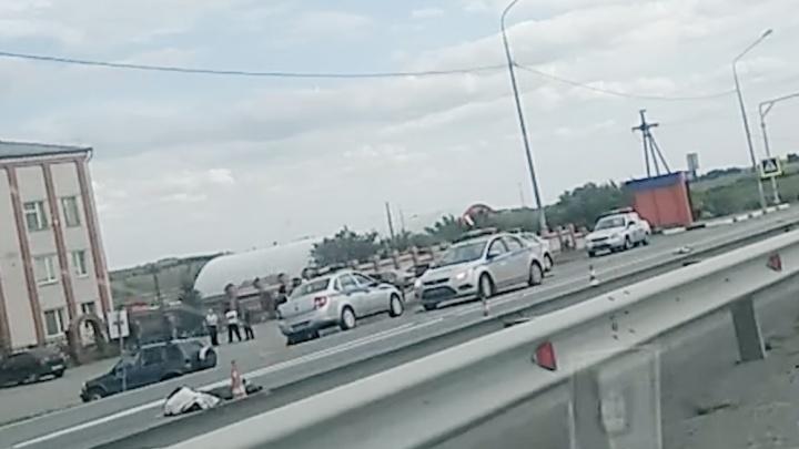 «Он женщину ещё метров 60 провёз»: очевидцы рассказали о смертельном ДТП с Porsche под Челябинском