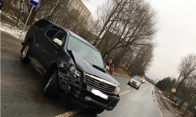 «Ленд-Крузер» врезался в маршрутку: есть пострадавшие