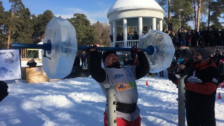 Железные мускулы и ледяная штанга весом 130 кг: Челябинск испытал стронгменов со всей России