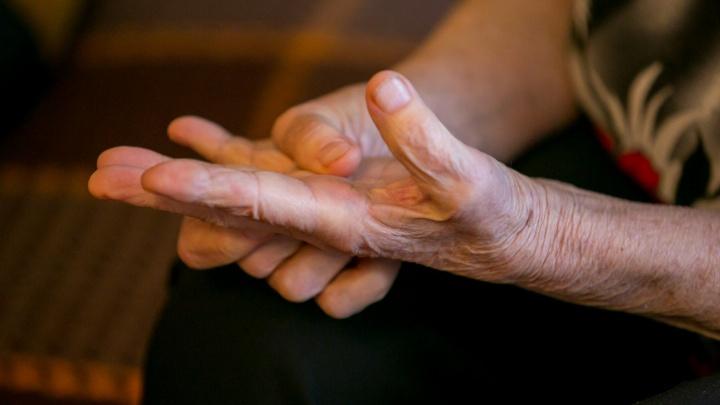 Девушка два года получала пенсию за умершую бабушку и получила условный срок