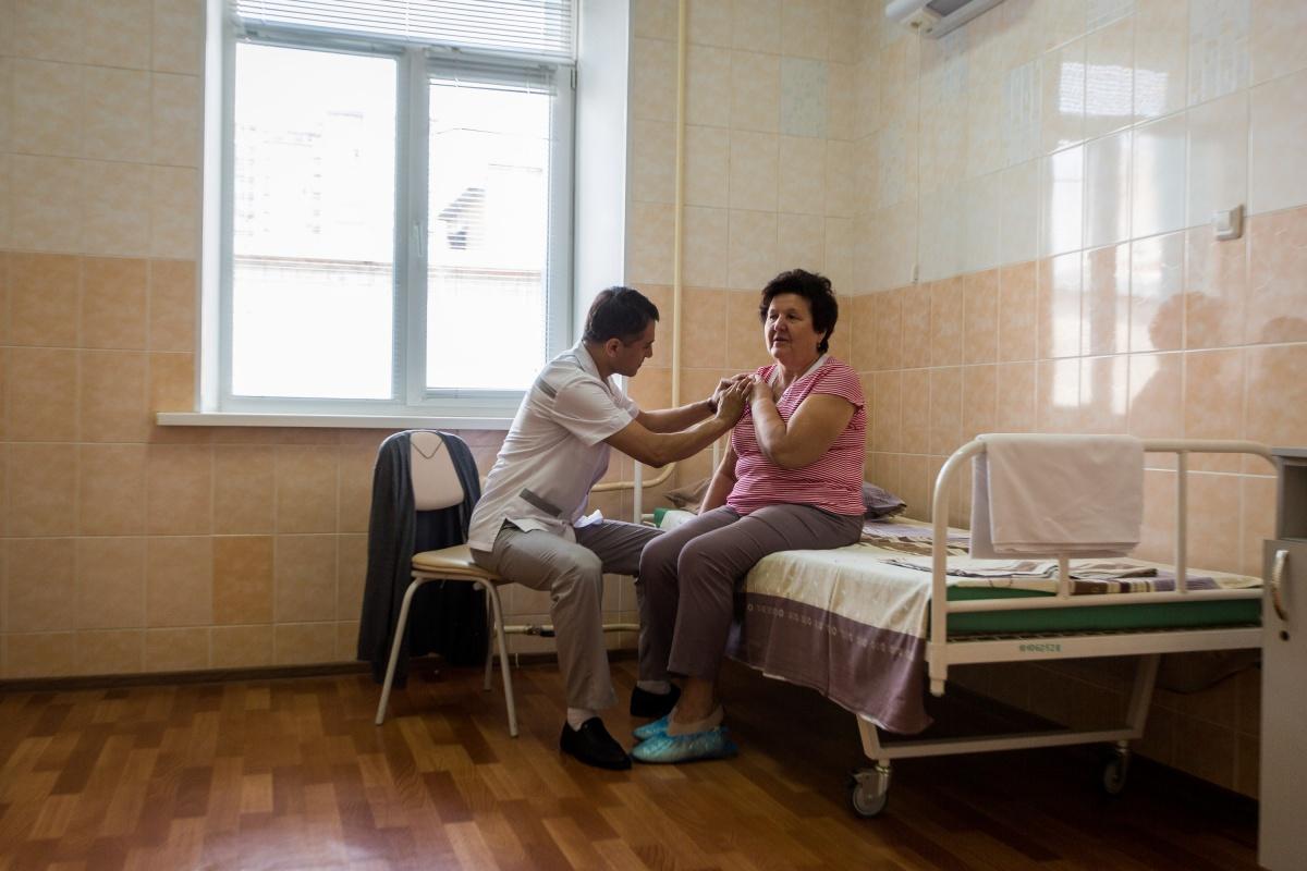 Врачи могут оперировать до десяти пациентов в день
