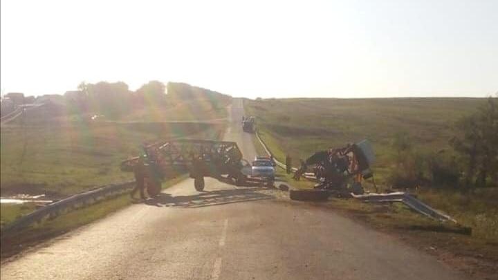 В Башкирии столкнулись КАМАЗ и трактор, есть пострадавшие