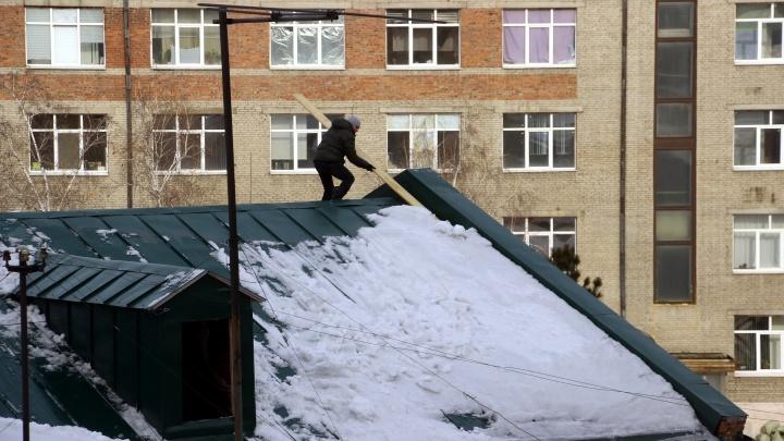 Как снег на голову: разбираемся, кому жаловаться на нечищеные крыши