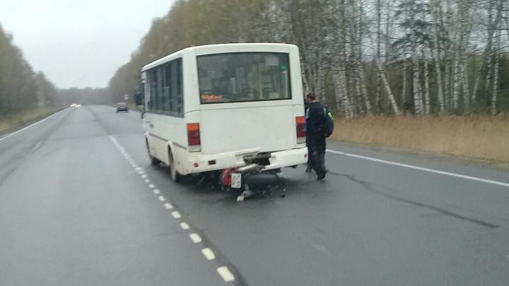 После открытия мотосезона в Ярославской области байкер влетел в автобус