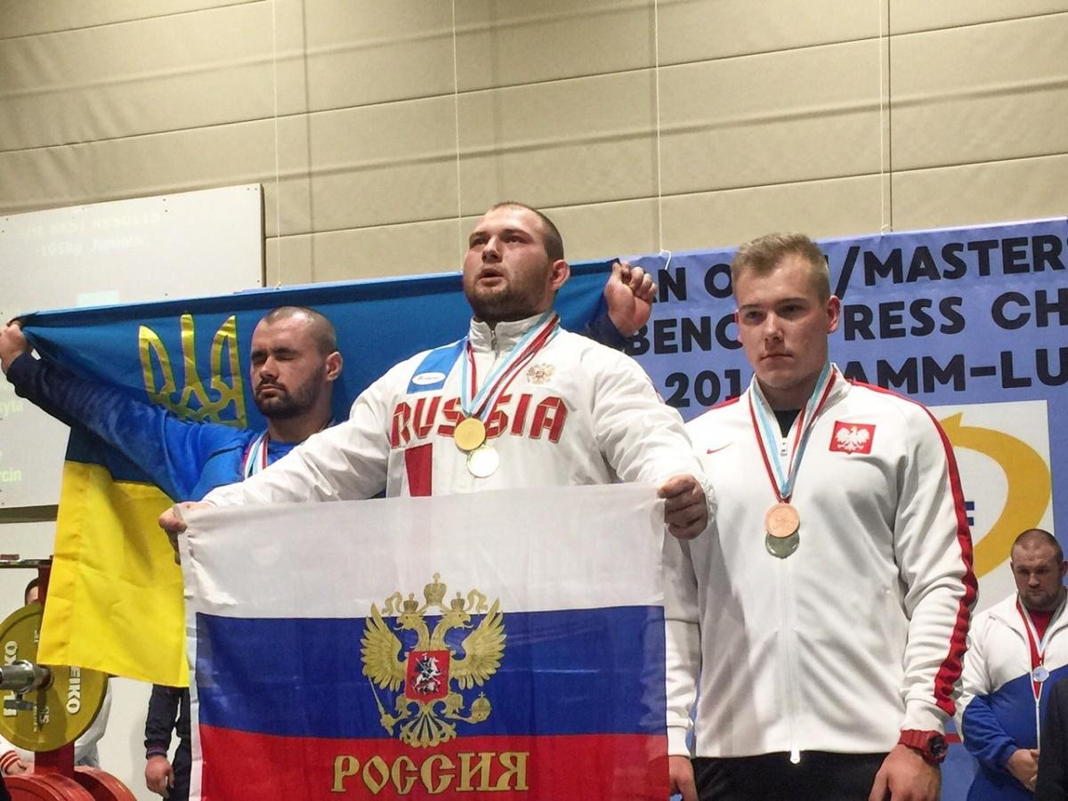 Перед соревнованиями Роман (в центре) сильно похудел
